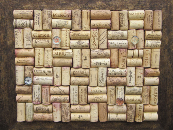 This is a fun way to create an original and inventive cork board with a photo frame and lots of wine corks. Best get drinking!