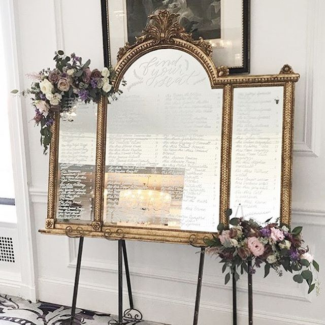 I've been living the dream and working part time for @papertinifloral for a few months now doing floral production and calligraphy. @papertinifloral not only does beautiful flowers for weddings and events, you can rent furniture and mirrors (like this one 😍😍😍) to kick things up a notch. This mirror was such a beauty and made an amazing seating chart. I just don't know if I'm going to return it next time it comes my way 🙃