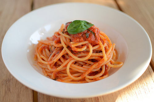 Spaghetti with red tomato pâté