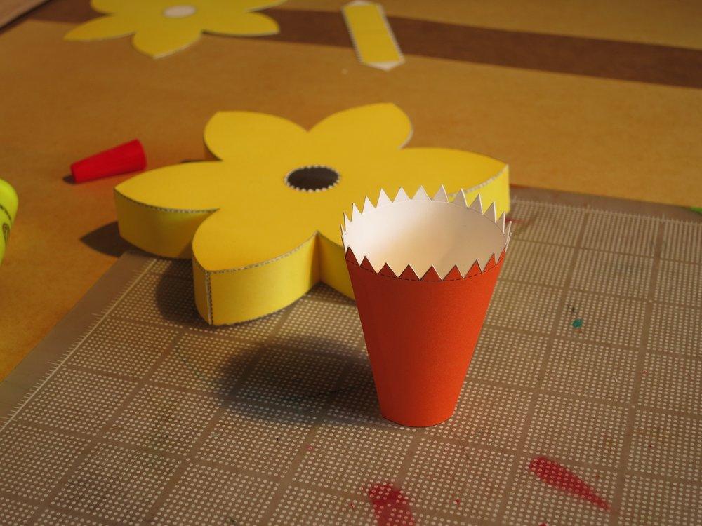 Assembling a paper daffodil