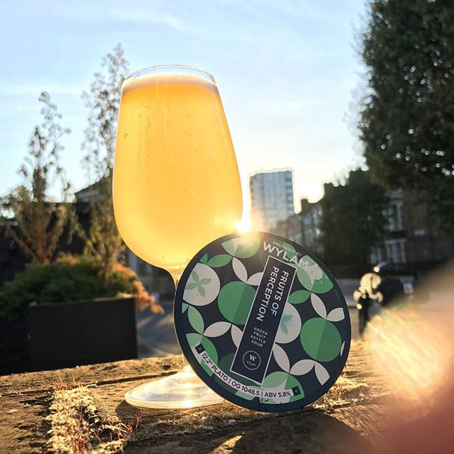 On tap now!  Those geniuses at @wylam_brewery have done it again - this Green Fruit kettle Sour is just he ticket on this balmy September evening! Kiwi fruit, Honeydew Melon & Cucumber combining to create a deliciously refreshing Sour for the late evening sun! 🌞  #beer #craftbeer #beerporn #beerphotography #sourbeer #cerveza #birra #biere #bier #pivo #piwo #öl #øl #beergeek #craftnotcrap #nocrapontap #beerphotography #london #hackney #clapton #beergarden #sunshine #balmy #eveningsun