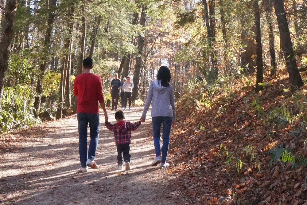 Petycje I-130 o zieloną kartę dla małżonków, dzieci, rodziców i rodzeństw oraz petycje I-129F o wizy K-1 dla narzeczonych