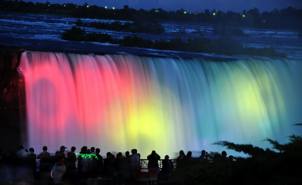 People-Enjoying-The-Night-View-Of-Niagara-Falls.jpg