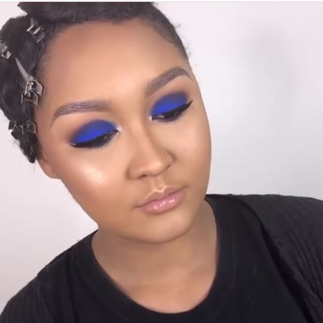 My MUA @mubyashlee MURDERED this blue for a very special shoot I did in NY a few weeks back! She always brings my visions to life and then adds some more of her magic 😭 I've Been on the low about this project but I CAN'T WAIT for you all to see the finished product💎🦋💧💙🌊BOOK HER NOW! #mua #muabyashlee #levels #makeup #smokeyblue #bluesmoke #smokeyeye #beat #contour #blueeyeshadow #highlight #mac #sephora #beatface #glow