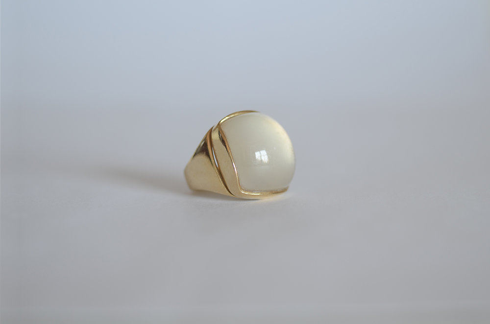 Rock Crystal over Mother of Pearl Ring set in 18kt Yellow Gold