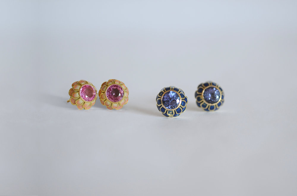 Pink Sapphire and Tanzanite Stud Earring set in 18kt Yellow Gold
