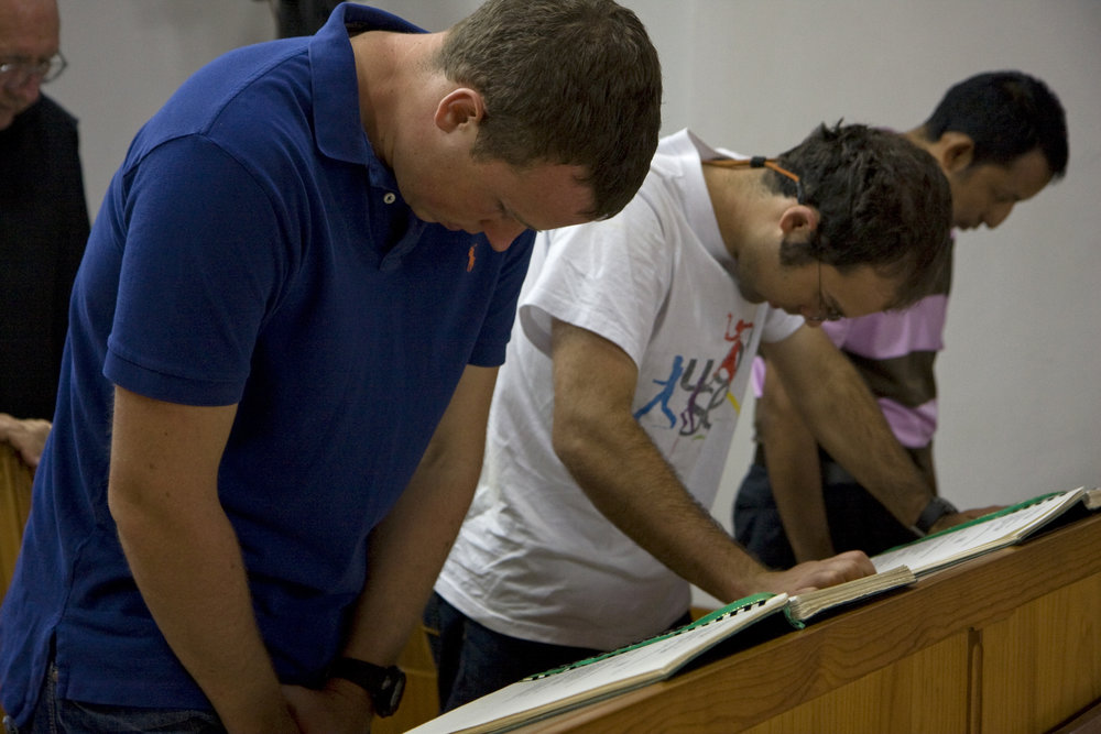 BVC Coban 2009 Pat Deering Matt Ott praying (3).JPG