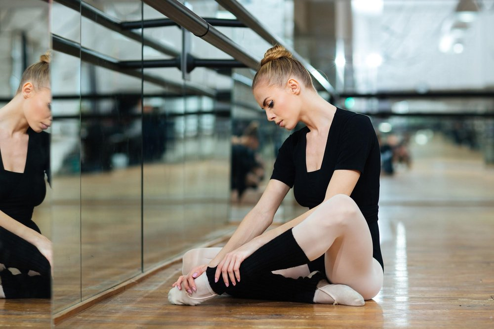 7 - The most common injuries in dancers, that affect the foot, are blisters, tendinitis, ingrown toenails, toe fractures, and stress fractures of the metatarsals.