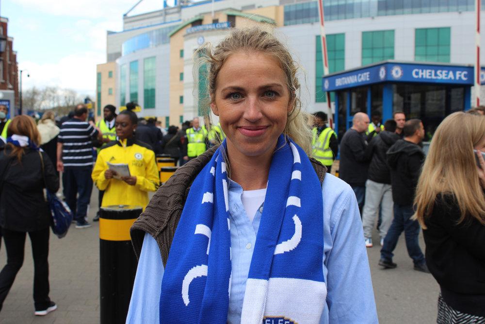 Female_Football_Fan_Chelsea.JPG