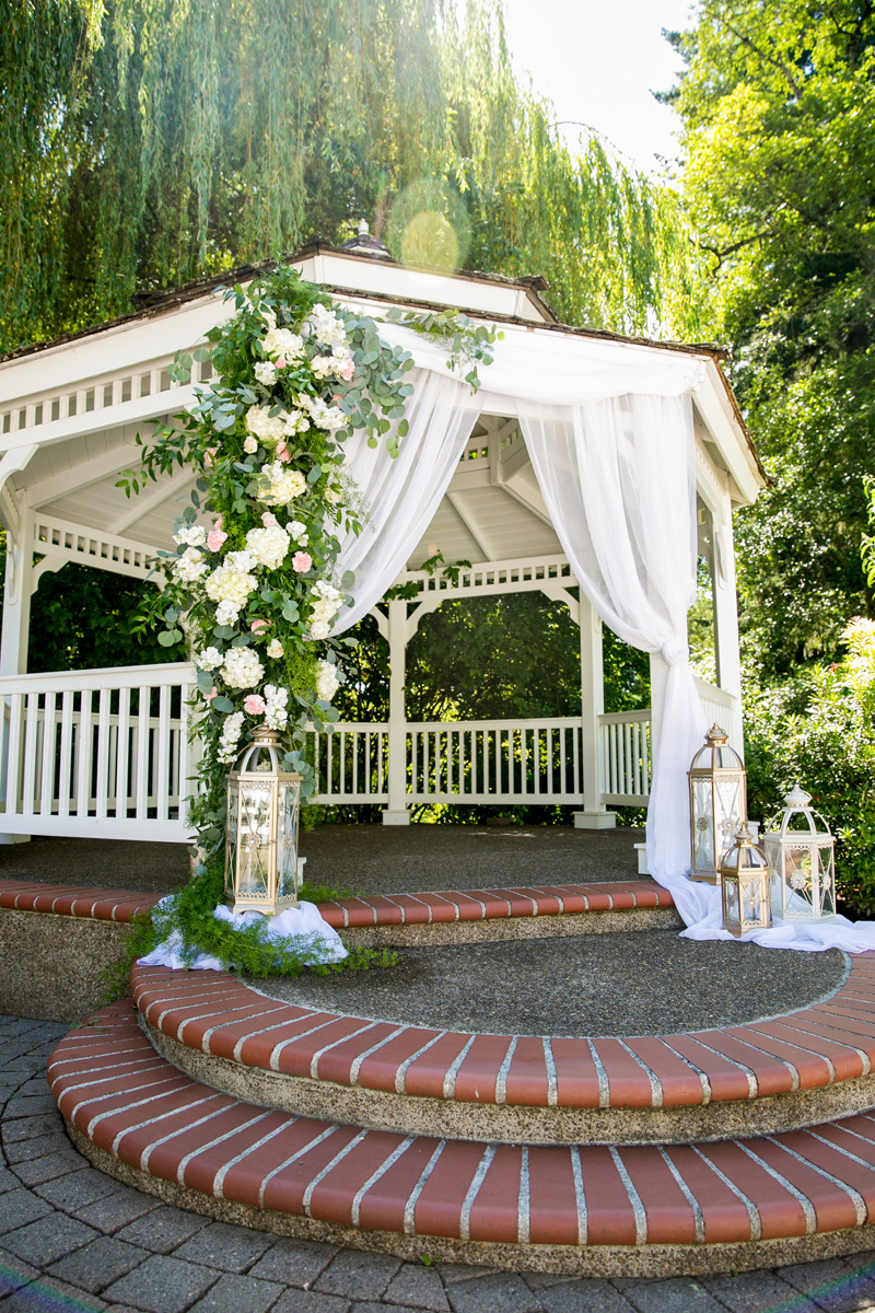 Lushfloraldesignpdx.com/ Abernethy Center- Abigail's Garden/ Lush Floral Design Portland Oregon/ Powers Studios/ Dream Cakes