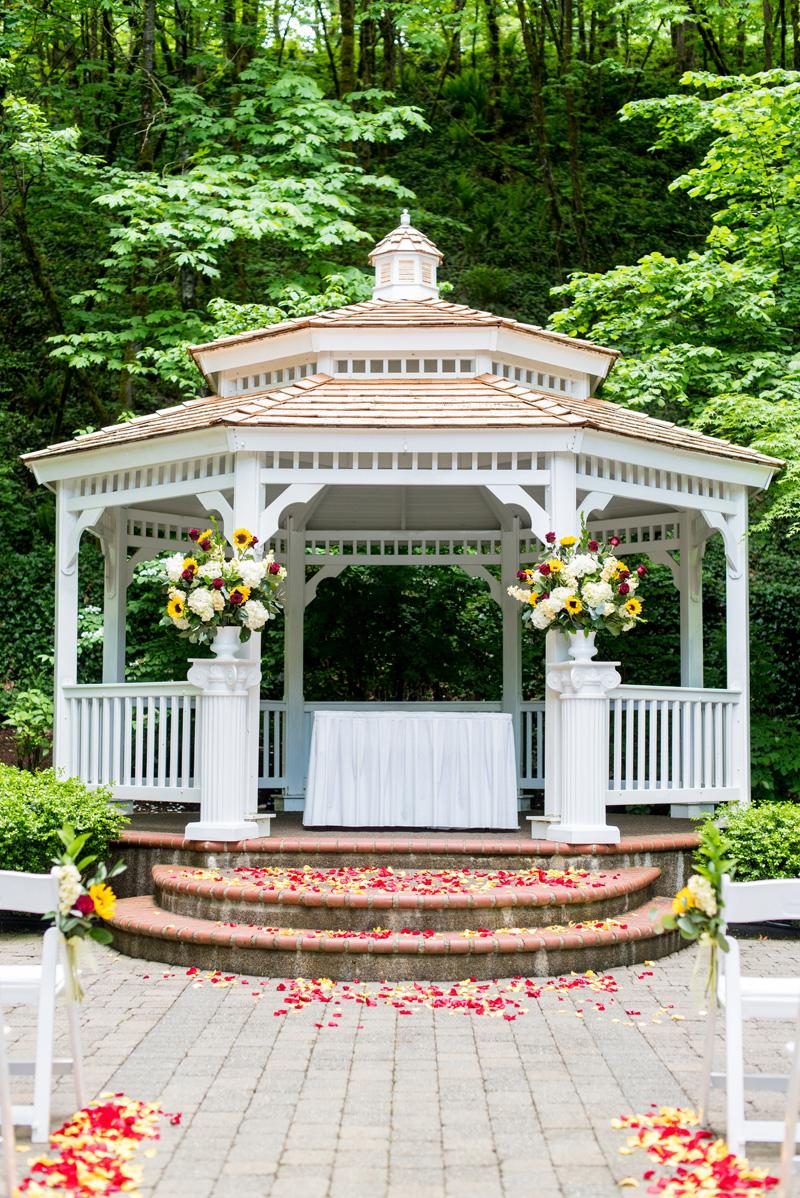 Lushfloraldesignpdx.com/ Abernethy Center- Veiled Garden/ Lush Floral Design Portland Oregon/ Powers Studios/ Beaverton Bakery