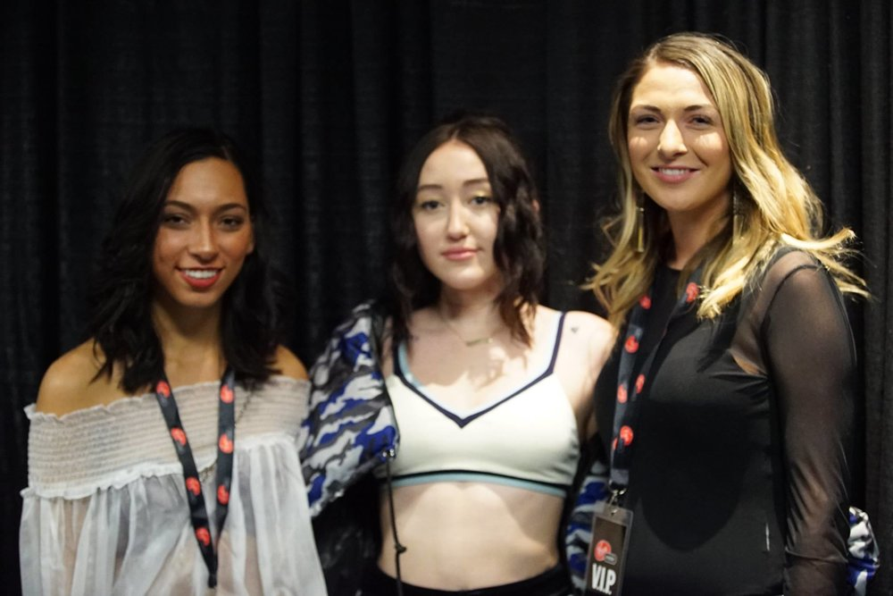 Photo with Noah Cyrus, Photo from Virgin Mobile Facebook Page