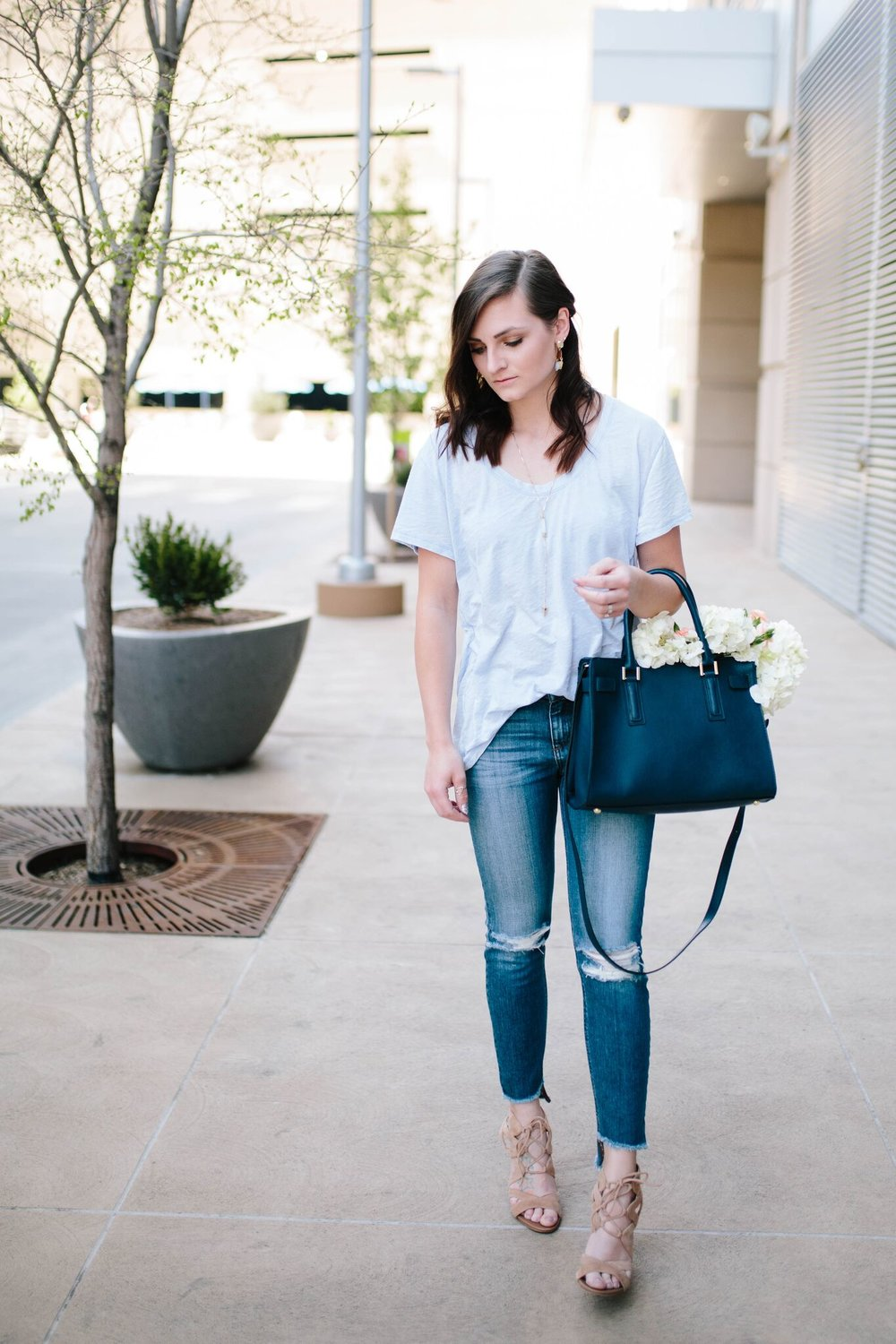 "<img src= "" how-to-dress-up-your-jeans-and-tee.jpg"" alt ="" joes-jeans-blondie-coppola-sam-edelman-yardley-treasure-and-bond-burnout-tee-three-ways-to-dress-up-your-jeans-and-tee"""