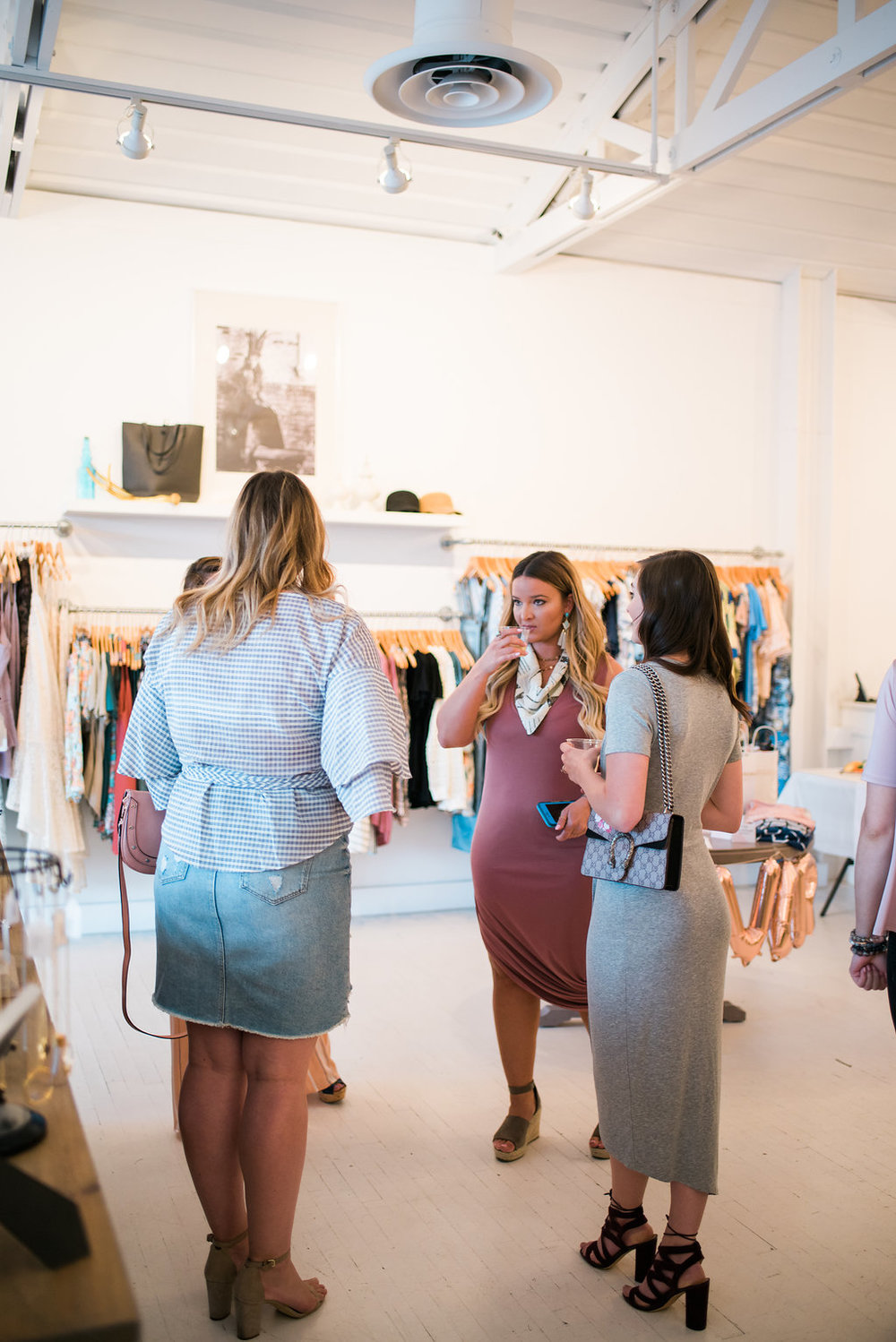"<img src ="" the-importance-of-friendship-support-and-other-reflections.jpg"" alt ="" style-collective-blogger-meetup-denver-the-importance-of-friendship-sam-edelman-yardley"">"