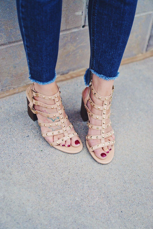 "<img src =""flutter-sleeve-tank-joes-jeans-collector's-blondie-desstroyed-skinny-jeans-coppola-valentino-rockstud-dupe-betsyville-naveah-gladiator-sandal-heel-pom-pom-straw-clutch-teddy-bears-and-lipstick-summer-style-outift-fabrik-denver-boutique-blogger-event"">"