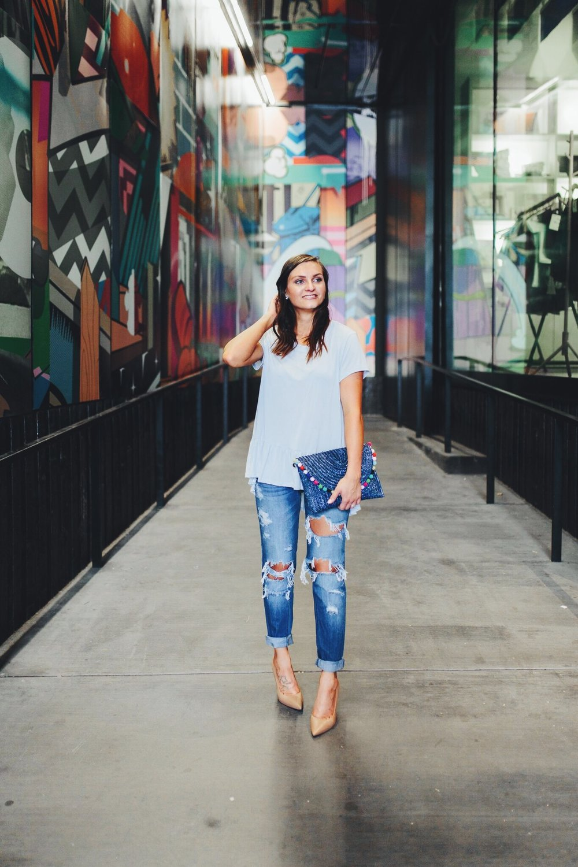 "<img src =""how-to-wear-boyfriend-jeans.jpg"" alt = ""fashion-blogger-smiling-wearing-boyfriend-jeans-with-a-peplum-top-sam-edelman-hazel-pumps-and-a-pompom-clutch"">"