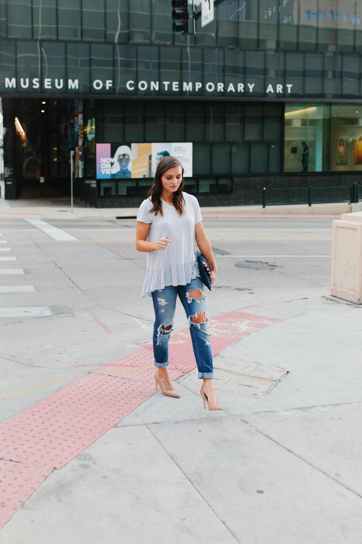 "<img src =""how-to-wear-boyfriend-jeans.jpg"" alt = ""fashion-blogger-teddybearsandlipstick-walking-in-downtown-denver-wearing-boyfriend-denim-caramel-sam-edleman-hazel-pumps-a-light-blue-peplum-top-and-a-blue-clutch-with-colorful-pompoms"">"