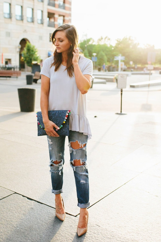 "<img src =""how-to-wear-boyfriend-jeans.jpg"" alt = ""golden-hour-sunlight-shining-behind-fashion-blogger-alyssa-walls-in-her-boyfriend-jeans-styled-with-the-classic-sam-edelman-hazel-pumps"">"