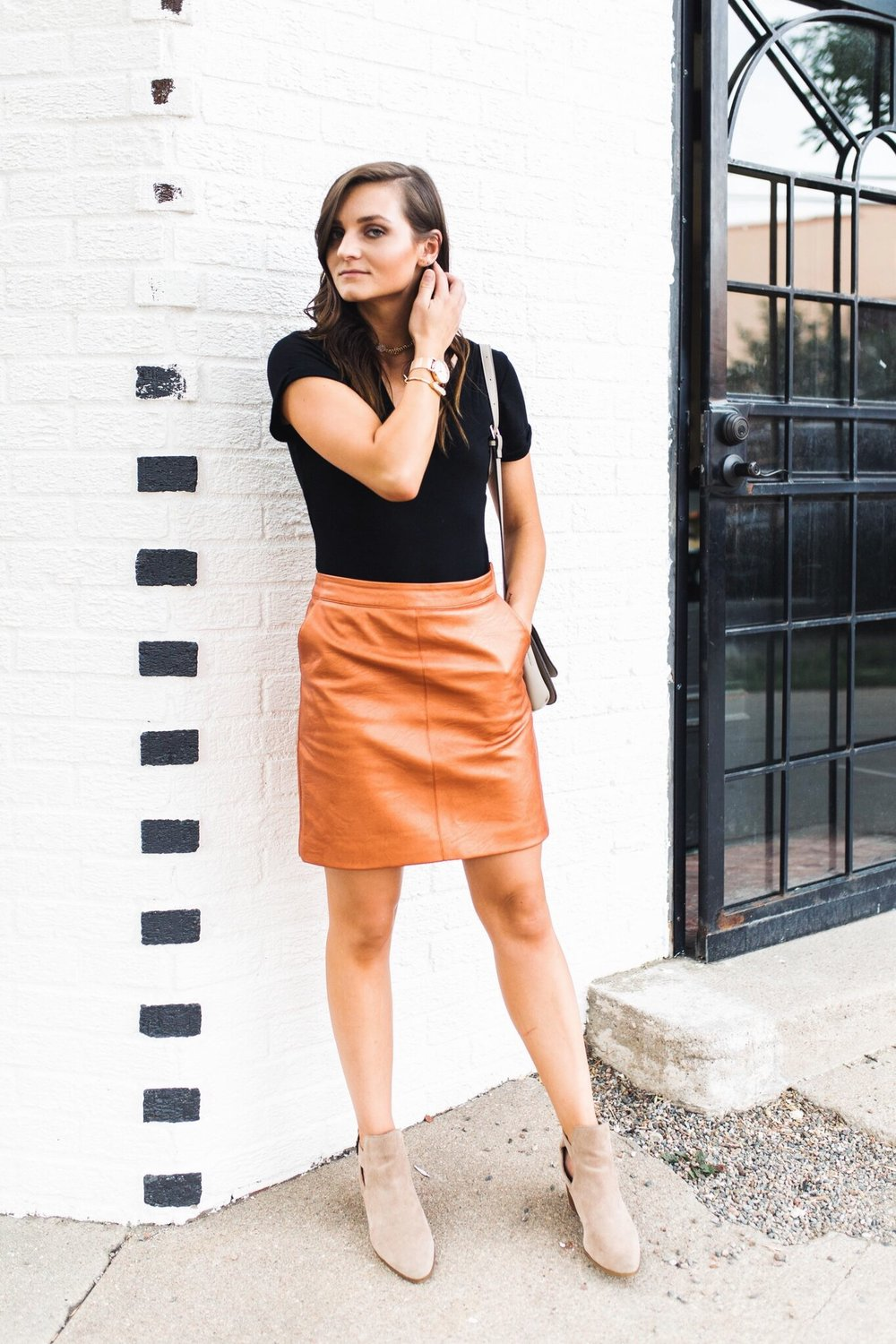 """<img src = """"two-ways-to-wear-a-simple-black-tee.jpg"""" alt =""""Denver-fashion-blogger-shows-how-to-style-a-simple-black-tee-worn-with-topshop-faux-leather-mini-skirt-and-sole-society-ankle-boots"""">"""