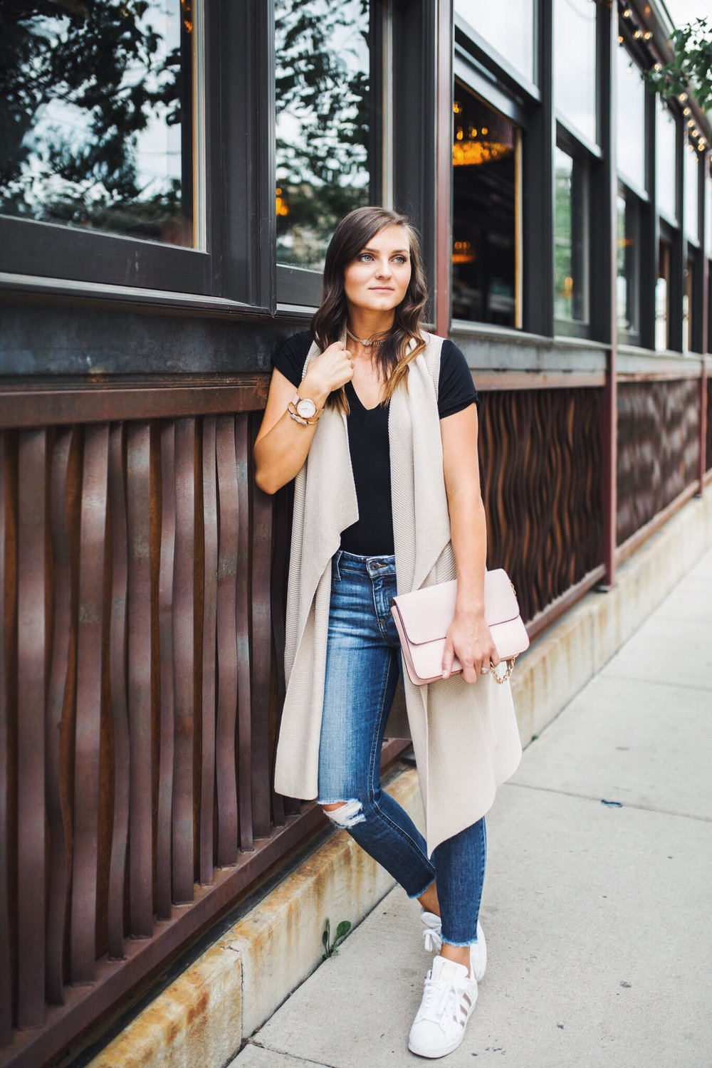 """<img src = """"two-ways-to-wear-a-simple-black-tee.jpg"""" alt =""""Denver-fashion-blogger-shows-how-to-style-a-simple-black-tee-worn-with-a-long-sweater-knit-vest-joes-jeans-blondie-destroyed-ankle-skinny-jeans-coppola-and-adidas-superstars-rose-gold"""">"""