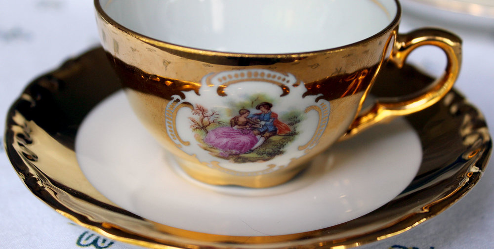 fragonard-love-story-courting-couple-demitasse-4.jpg