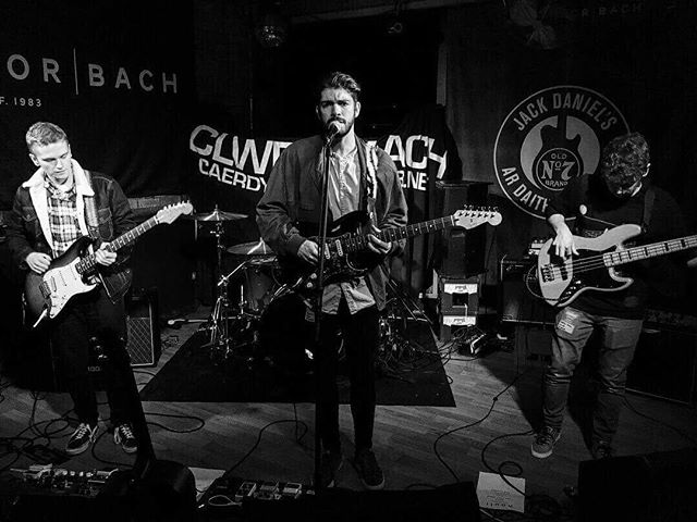 Sweet gig at Clwb last night 🎸
