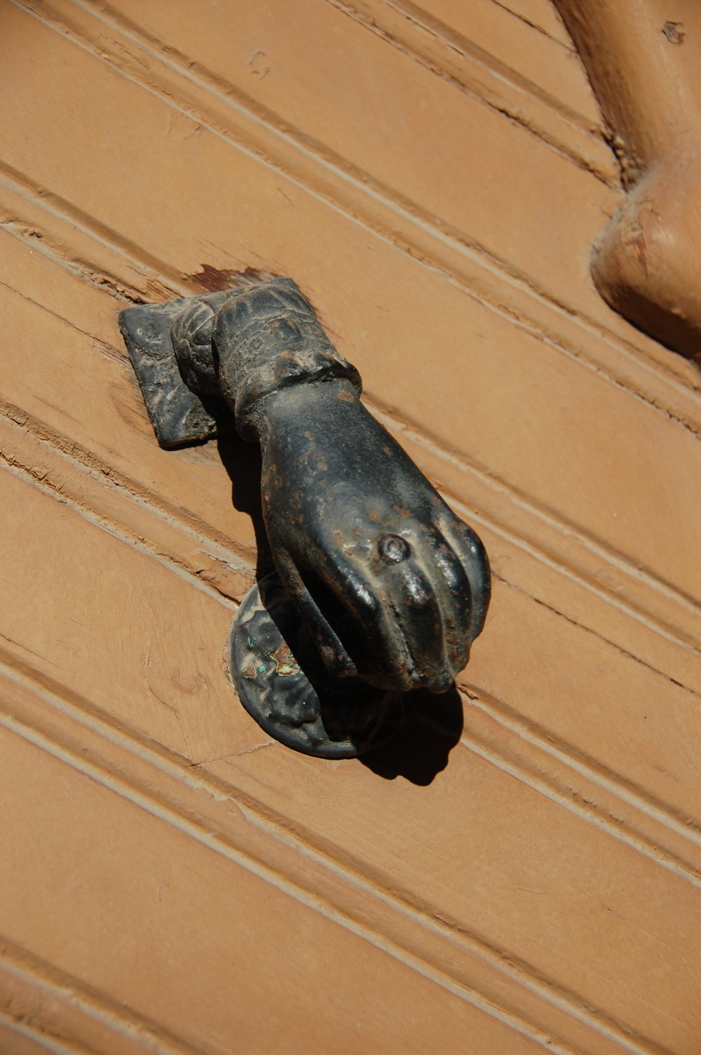"This door knocker lives somewhere in Spain. ""Hit me up,"" it says."