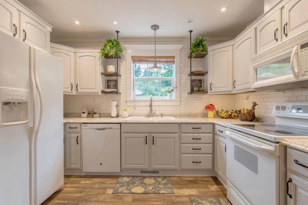 1066 Tyler James Lane Kitchen.jpg