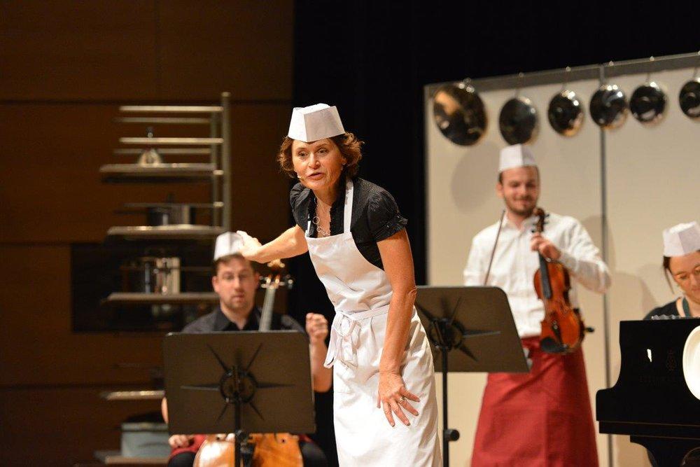 Hanne Muthspiel-Payer erzählt lebhafte Geschichten rund um die Musik. (c) LIVA A. Röbl