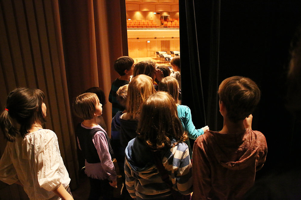 Ein Blick auf die Bühne aus anderer Perspektive. (c) LIVA/R. Winkler
