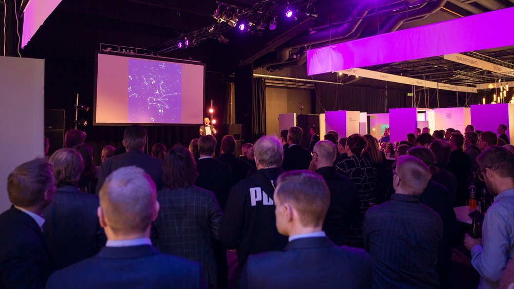 Toisena keynote-puhujana esiintyi Esko Valtaoja. © Kerttu Penttilä