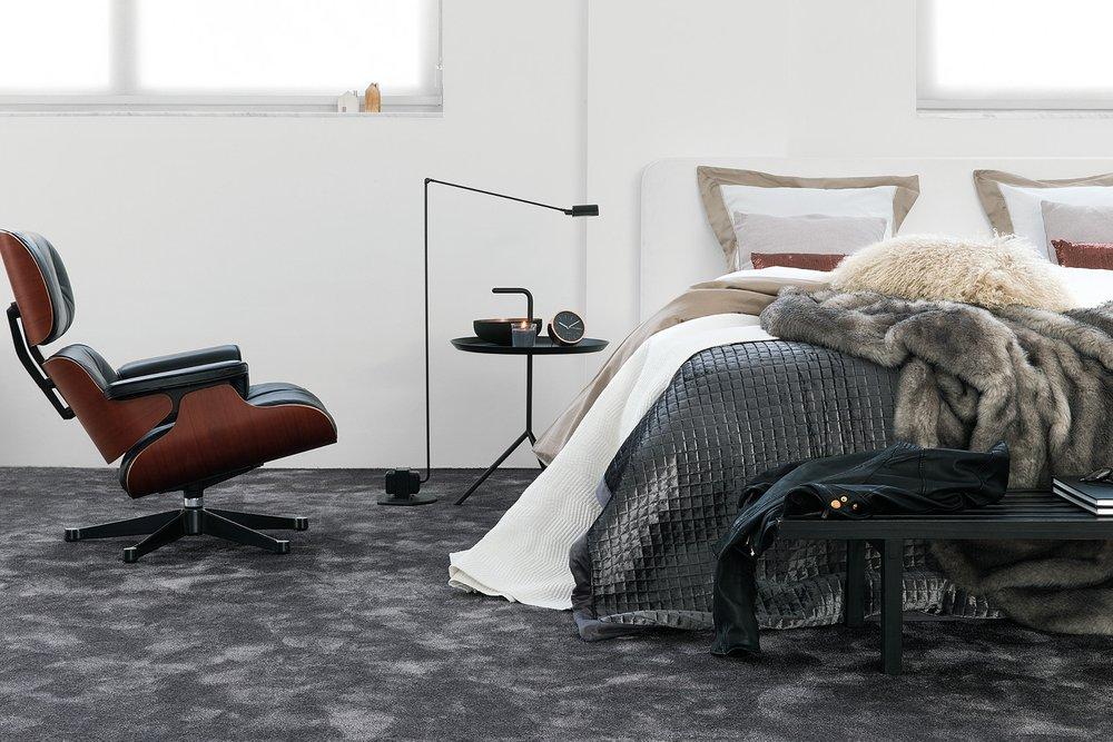 Seduction - Elegant, normaltjock Saxony-matta i 100 iSence polyamid.Vi lagerhåller sex olika nyanser ur denna kollektion.