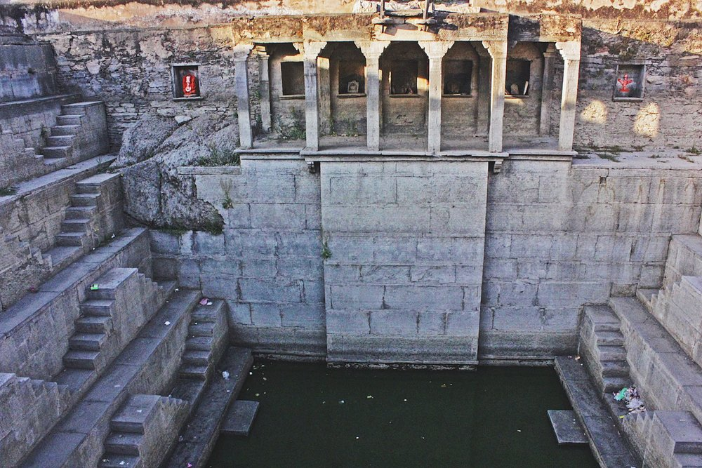 Anjana Kund; built under the patronage of the Baisa (princess) of Jodhpur, who was married to Sangram Singh I of the Chundawat clan. DO make it a point to climb all the way downstairs.