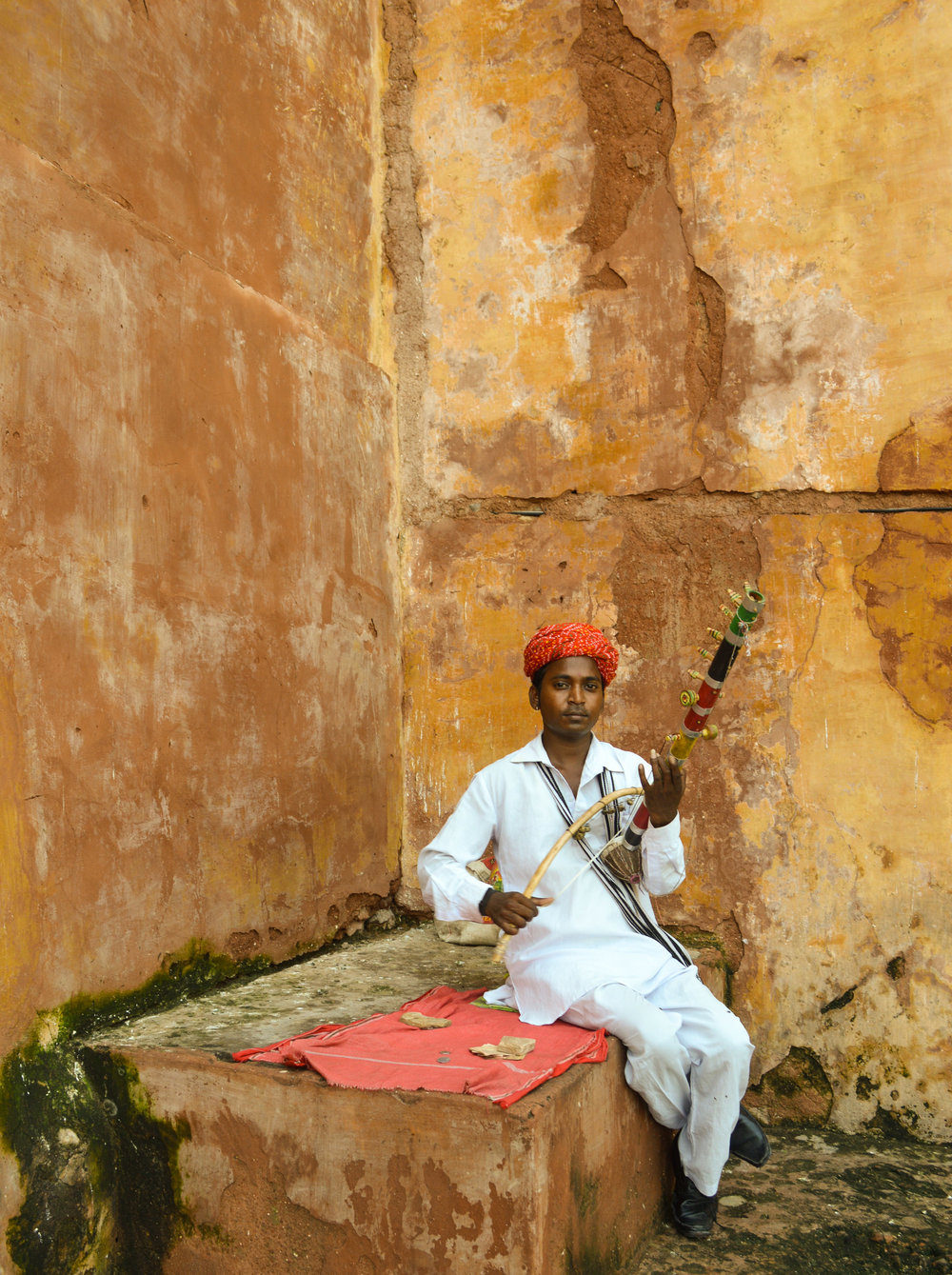 Folk musicians of Rajasthan - FeaturetteThrough all the forts, silver jewellery, daal bhati churma and laal maas, it's these artists in Rajasthan's palaces and forts that catch a photographer's fancy.