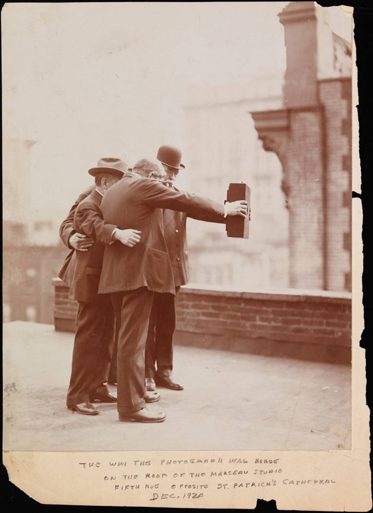 The Selfie in the Making