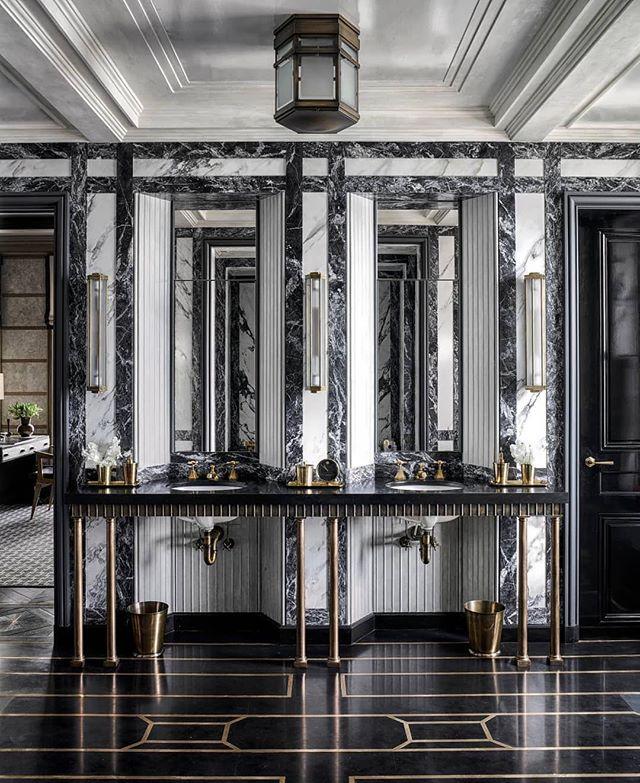 Musta marmori ja messinki = 🖤| Black marble meets brass . 📷: @thefacinator #Repost @elledecor #blackmarble #brassdecor #mustamarmori #aleksinkivi #marmorikylpyhuone #marblebathroom #marbledecor