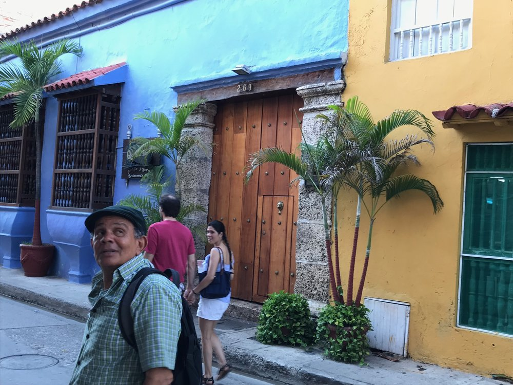 Ismael giving us one of his many history lessons in beautiful Cartagena