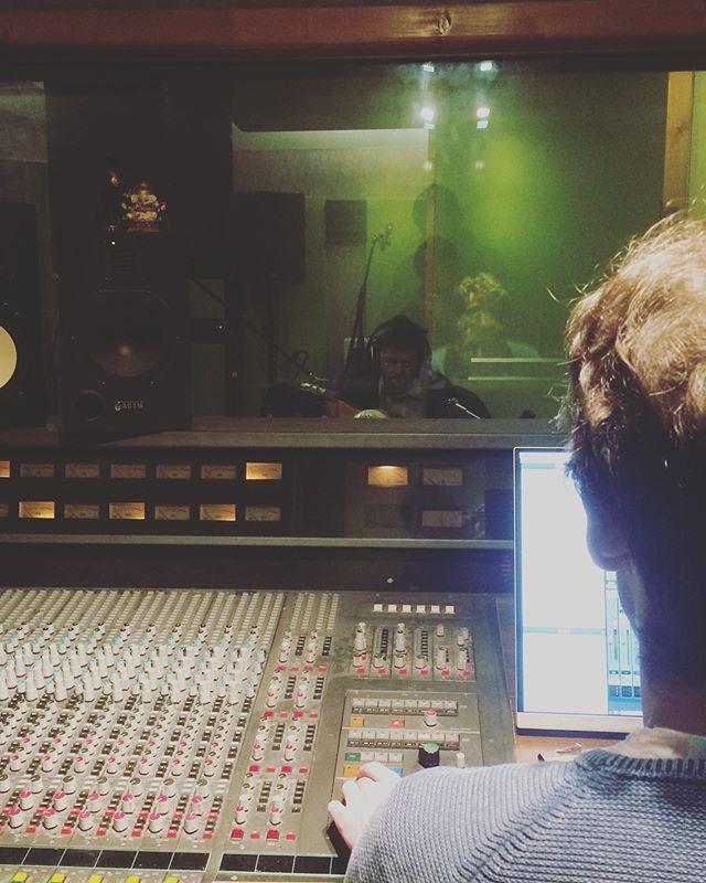 Back in the stuuuuudez! New music is being born 🤘🔥🙏👼🤱🎶 . . . . . . #recordingstudio  #sonic  #stoneybologna  #dublinmusicscene  #irishmusic  #sailorsunite