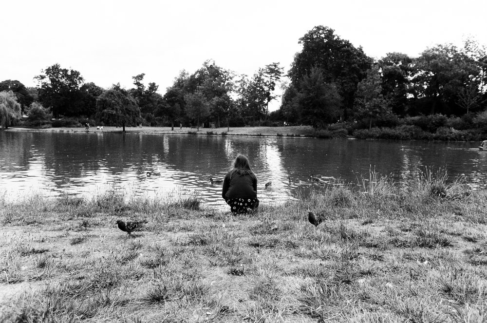 [Feeding ducks at Vincennes]