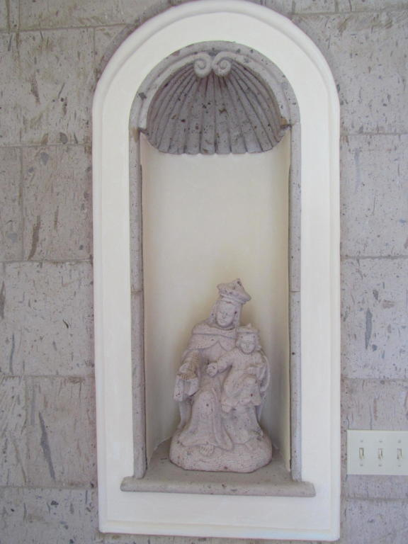 161_El_Sueno_Road_statue.jpg
