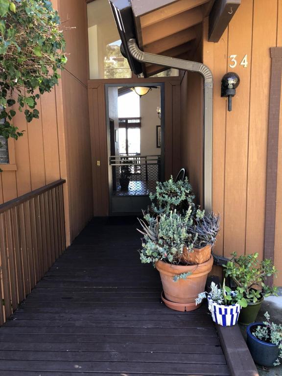 34_RubioRoad_frontdoor.jpg