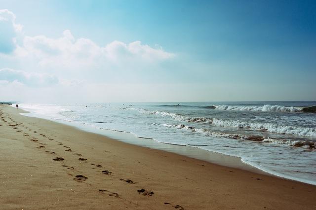 sea-beach-footprint-steps.jpg