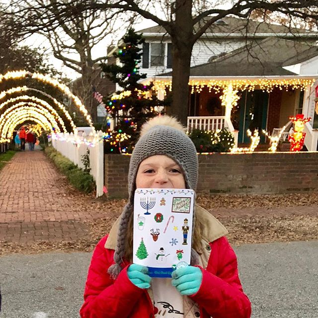 1st Annual Holiday Search & Find with @getfamilyapp was a success! Thanks to everyone who came down to walk through the lights on 43rd Street!  Happy holidays! 🎄 📸: @jenabbotttemple . . . #searchandfind🔎 #familyapp #familyactivity #visitvabeach #43rdstreetlights #festive #tessadrawsthings #tistheseason #createfun #virginiabeach #oboycreative #handdrawn #illustrations #illustrator #adventure #explore #fun #family