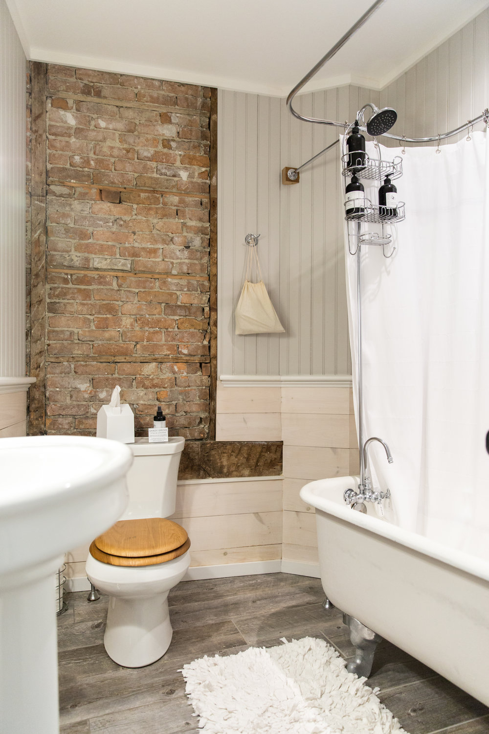 The Anne Marie Suite - bathroom with full tub and shower
