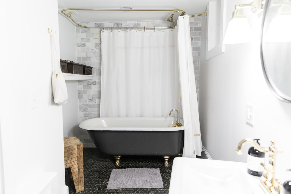 The Abigail Suite - bathroom with full tub and shower