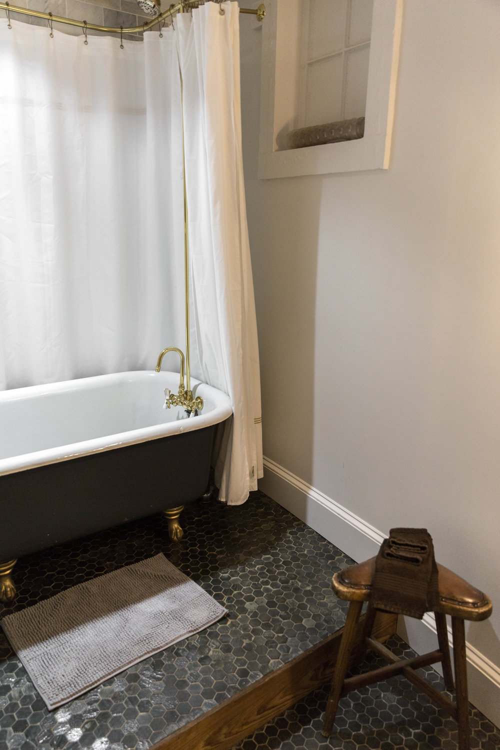The Abigail Suite - full tub and shower