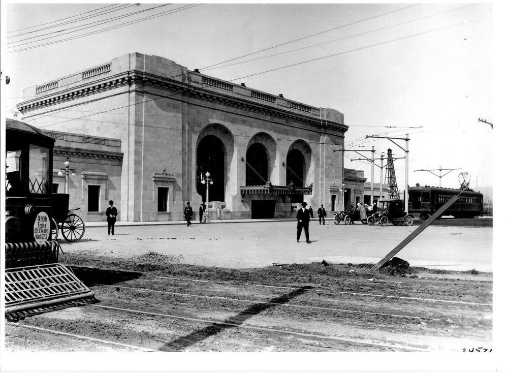 16thSt_station_man+streetcar 1913.jpg