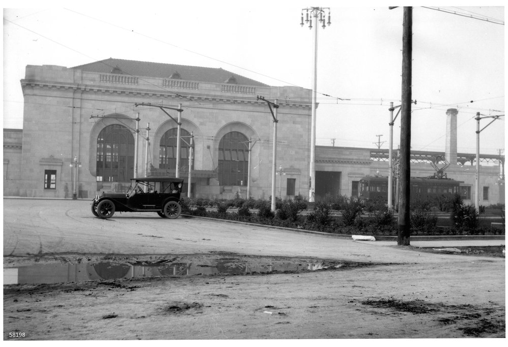front w puddle and car1913.jpg
