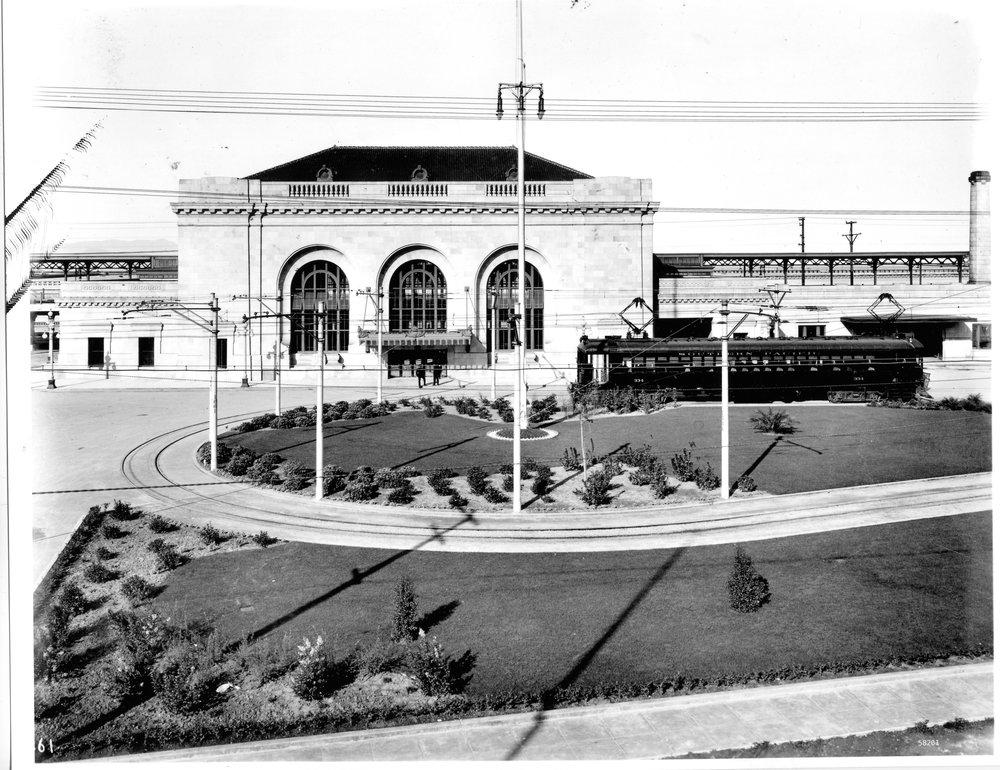 front w gardens 1912.jpg