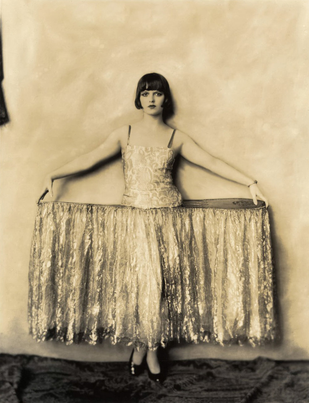 Louise Brooks photographed for  George White's Scandals   in 1924